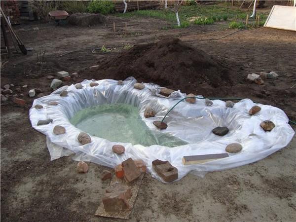 как оформить искусственный водоем на даче фото
