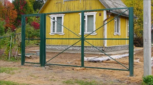 металлические ворота с калиткой для дачи фото