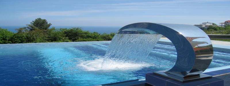 Как выбрать бассейн для дачи: виды купелей и их особенности
