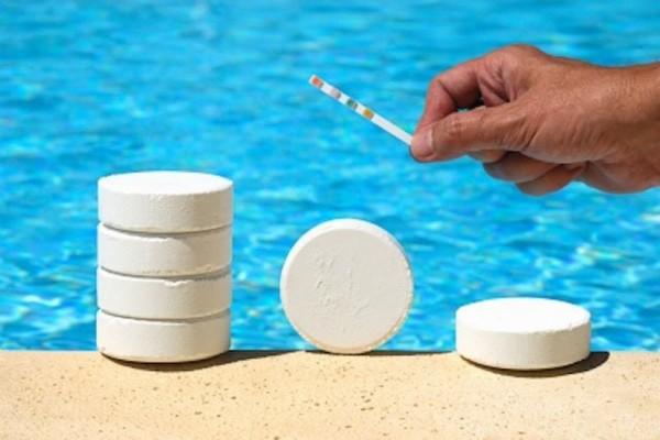 средства для очистки воды в бассейне фото