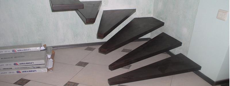 Лестница на даче на второй этаж: виды и их самостоятельное изготовление