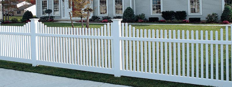 Пластиковый забор: его особенности и установка на даче