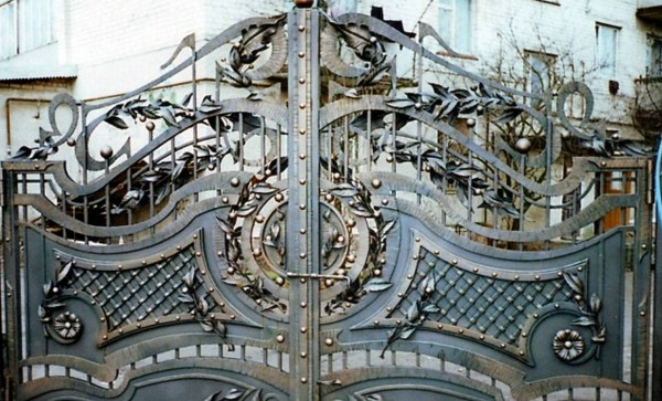 установка сдвижных ворот фото