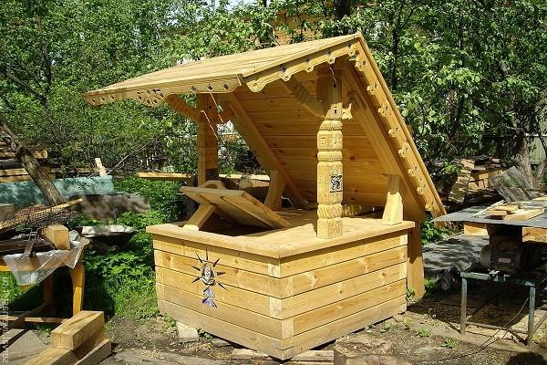 изготовить домик для колодца фото