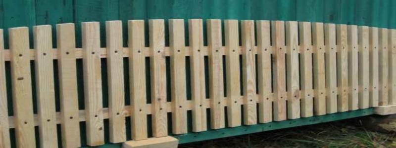 Забор из деревянного штакетника своими руками: технология изготовления