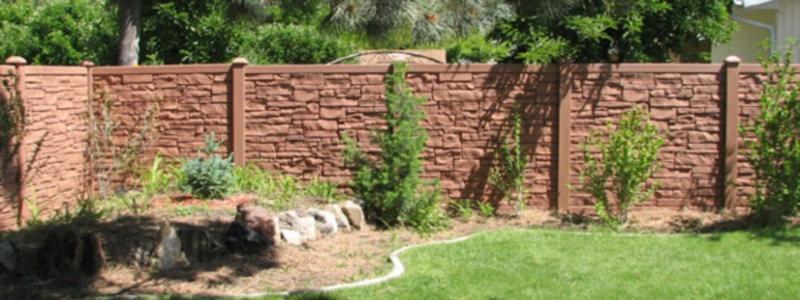 Забор из камня: технология возведения своими руками