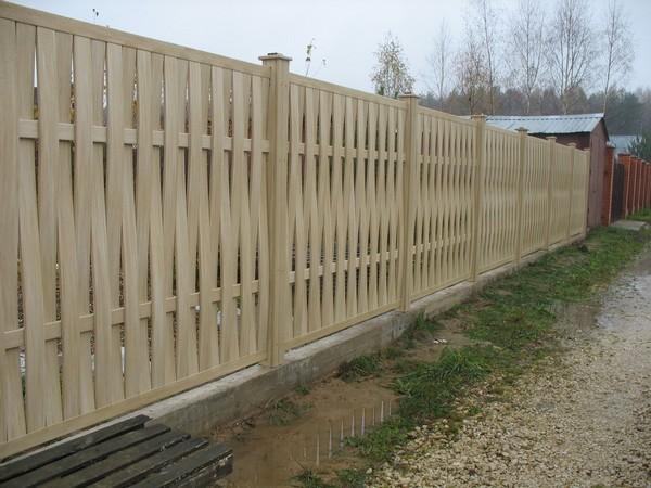 плетеный забор из досок своими руками фото