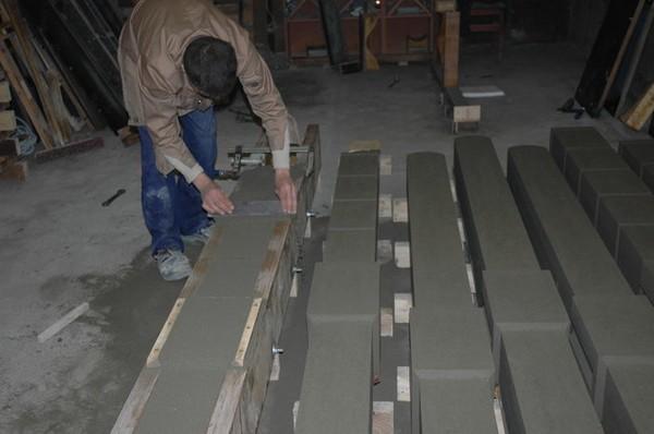изготовление бетонного столба для забора