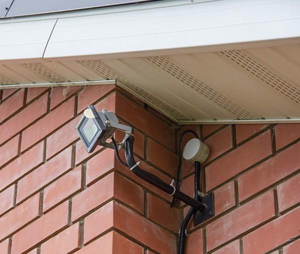 установка прожектора с датчиком движения фото