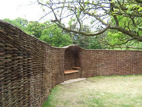 забор деревянный плетеный фото