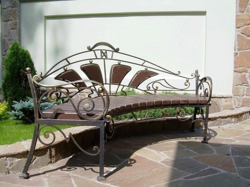 садовая скамейка металлическая фото