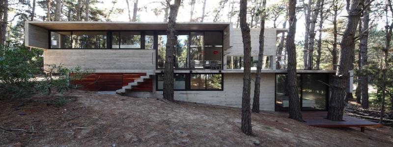 Дом на склоне: особенности самостоятельного строительства