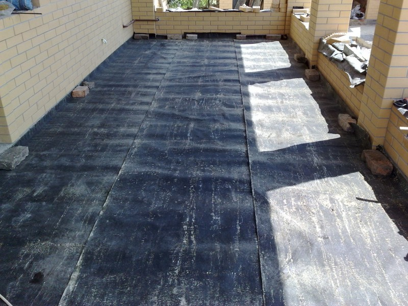 бетонный пол по лагам в бане фото