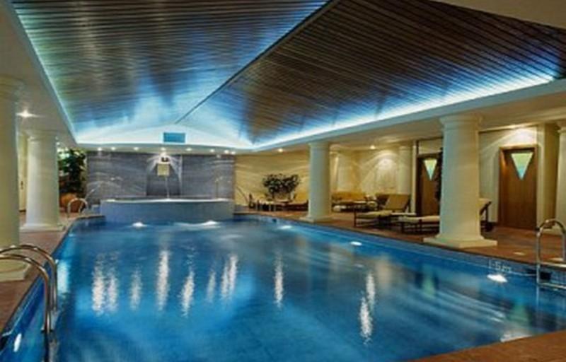 подводный светильник для бассейна фото