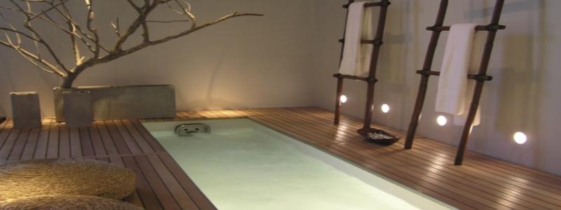 Светильники для бассейна: какие бывают и как выбрать