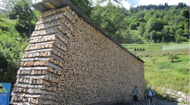 как складывать дрова в поленницу фото