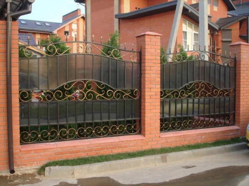 забор из сотового поликарбоната фото