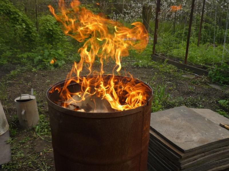 бочка для сжигания на даче фото
