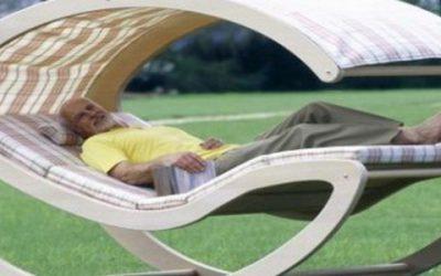 Кресло-качалка: уютная дачная мебель