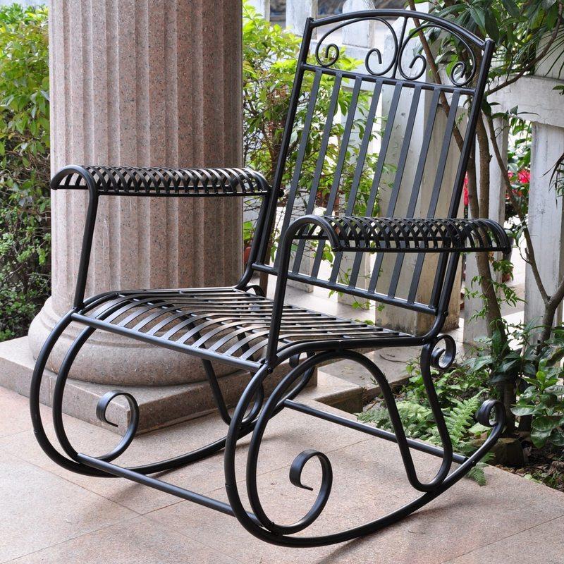 металлическое кресло качалка фото