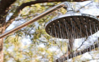 Бак для летнего душа: пластиковый или металлический
