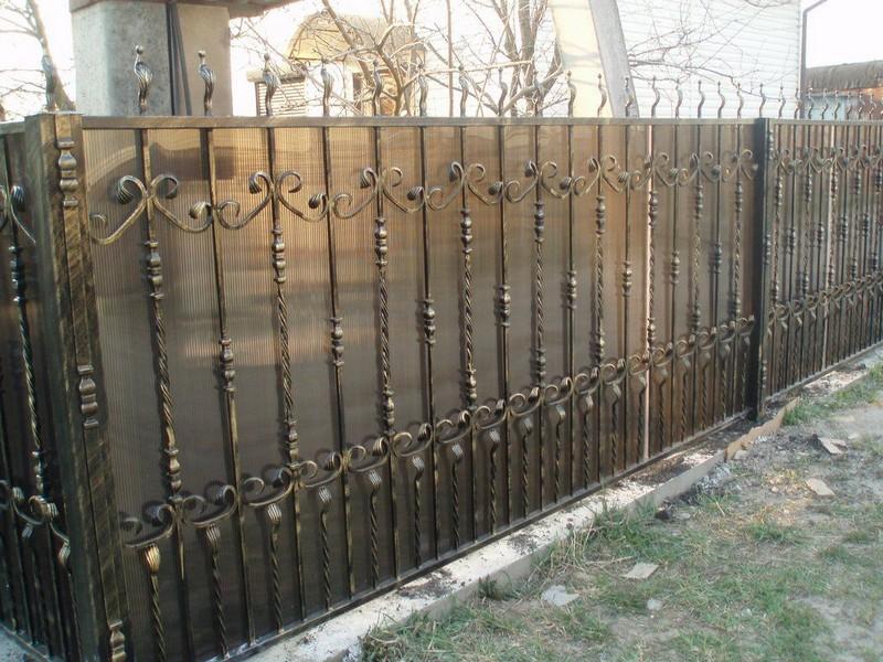 прозрачный забор из поликарбоната фото