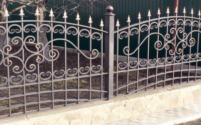 Кованый забор: какой вид выбрать для дачи