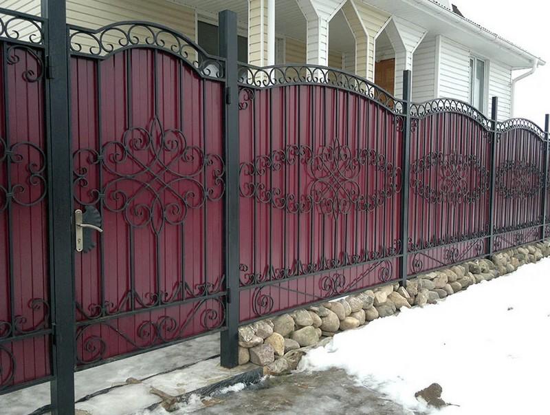 кованый забор с профлистом фото