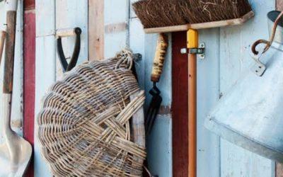 Шкаф хозяйственный: какой выбрать для дачи
