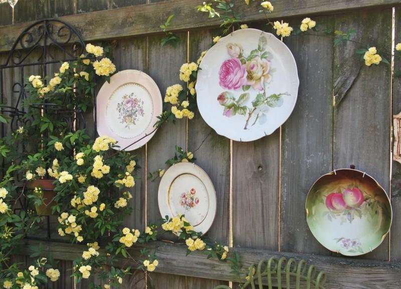 тарелки на заборе фото