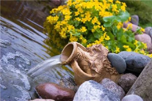 маленький искусственный водоем на даче фото