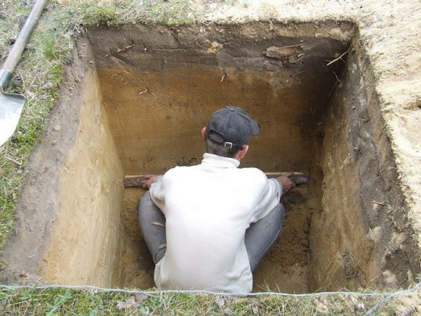 Как выкопать яму под туалет на даче своими руками 929