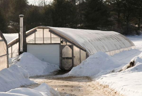 отопление теплицы из поликарбоната зимой фото