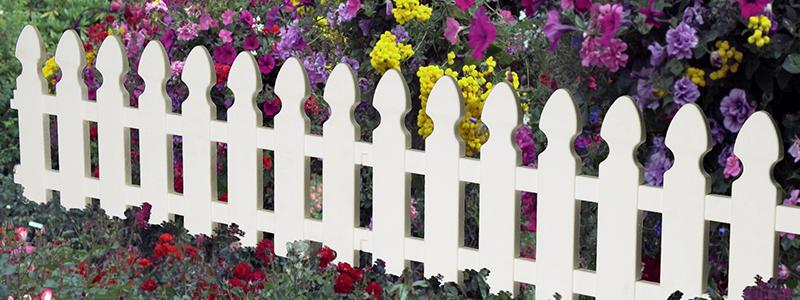 Забор из штакетника: какой выбрать для дачи