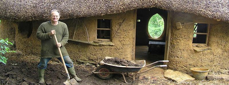 Дом из соломы: его особенности и самостоятельное строительство