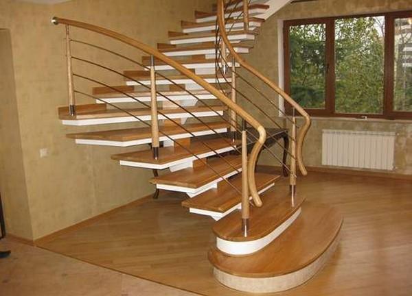 лестница на маленькой даче на второй этаж фото