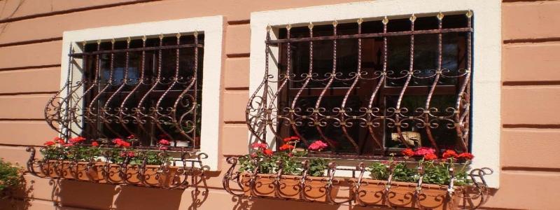 Решетки на окна для дачи: разновидности и как сделать своими руками