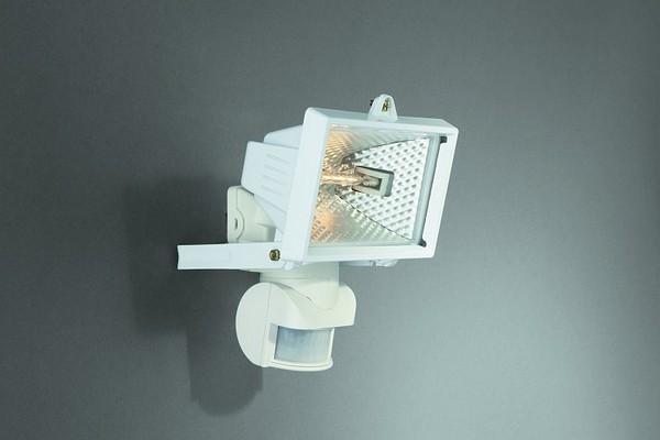 как подключить прожектор галогенный с датчиком движения фото