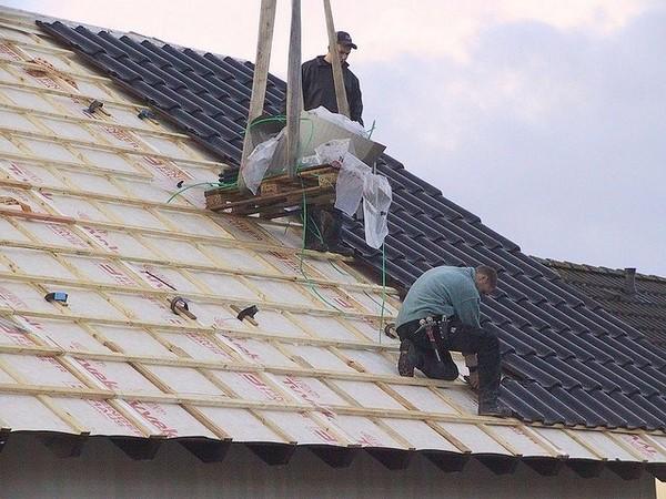 монтаж крыши из профнастила фото
