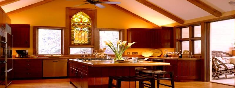 Потолок в деревянном доме: какой сделать и варианты отделки