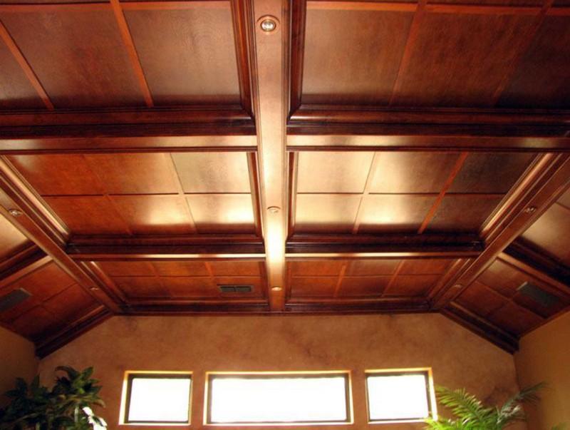 как сделать потолок в деревянном доме фото