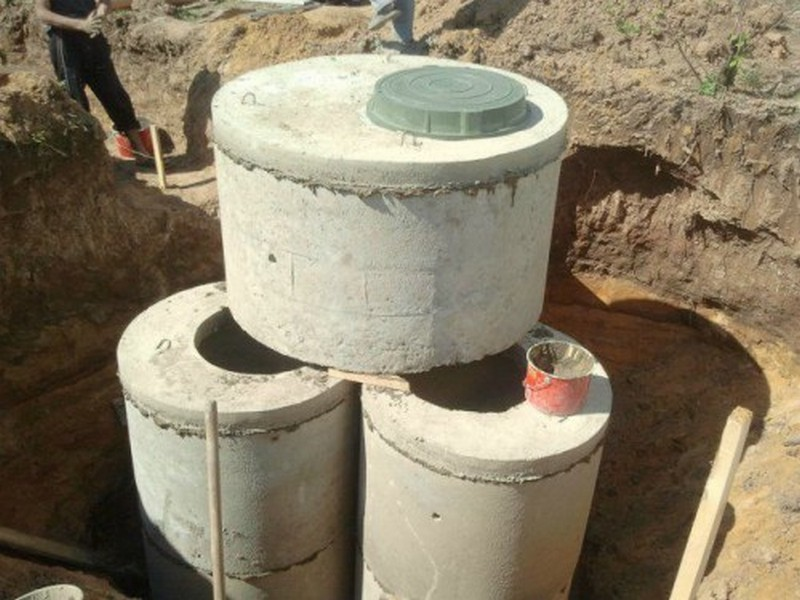 монтаж септика из бетонных колец фото