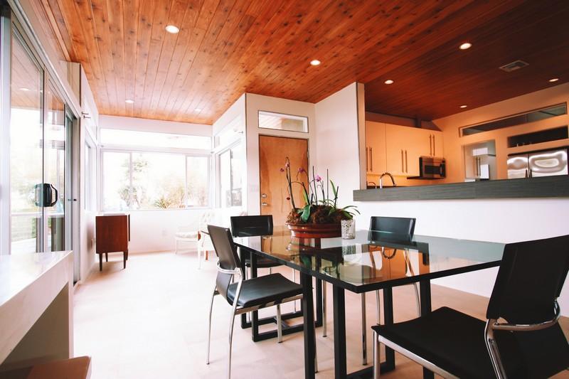 отделка потолка в деревянном доме фото