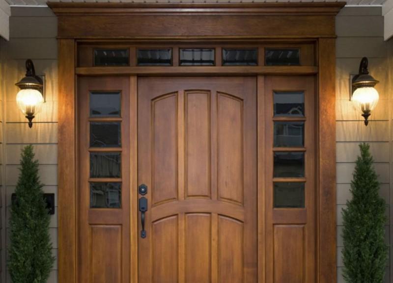 установка уличных деревянных дверей фото