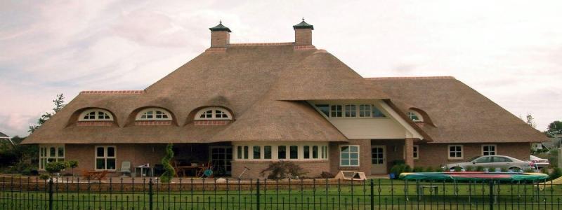 Крыша из камыша: ее особенности и самостоятельное изготовление