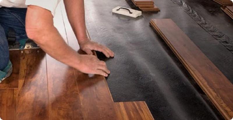 укладка ламината на деревянный пол фото