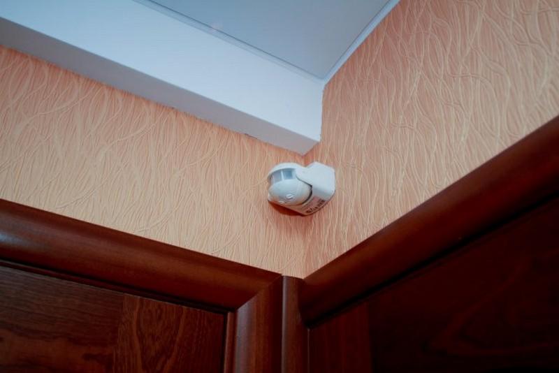подключение датчика движения для освещения фото