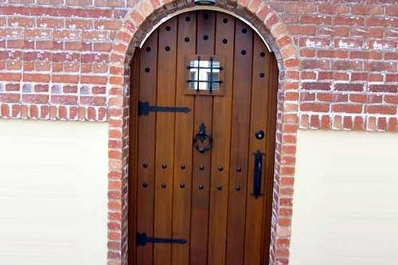 входные двери на сарай