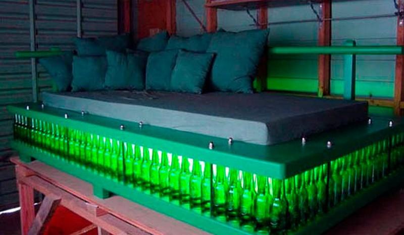 Кровать своими руками из подручных материалов