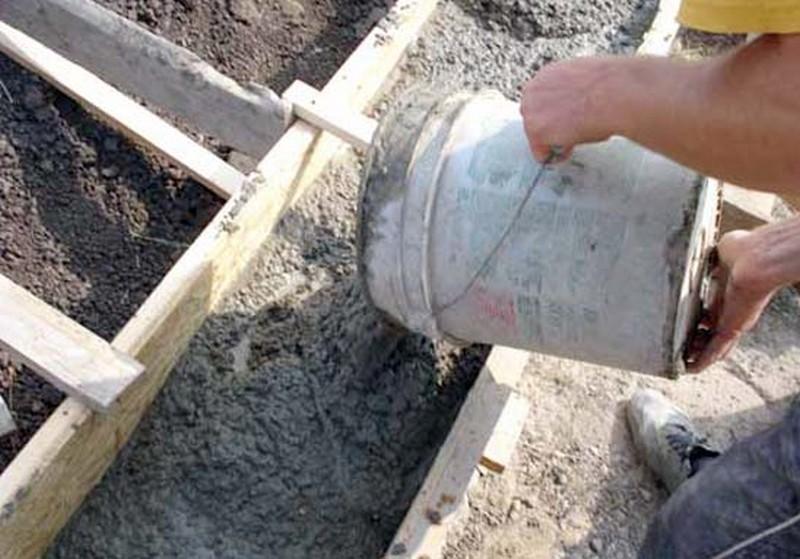 как залить фундамент под забор фото